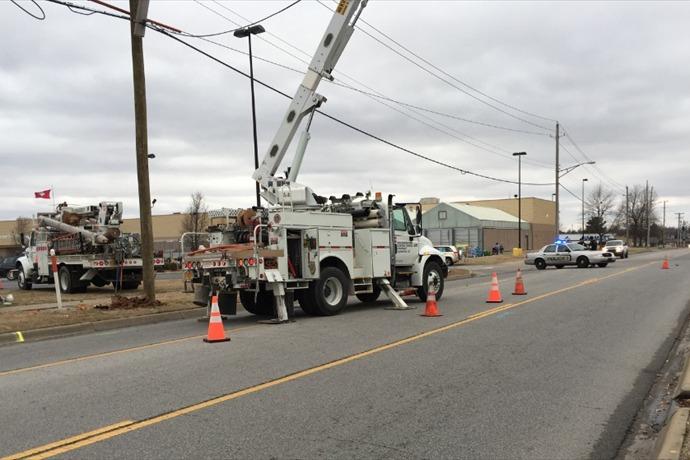 SWEPCO Crews Work to Repair Damaged Powerpole_2013523181081675122