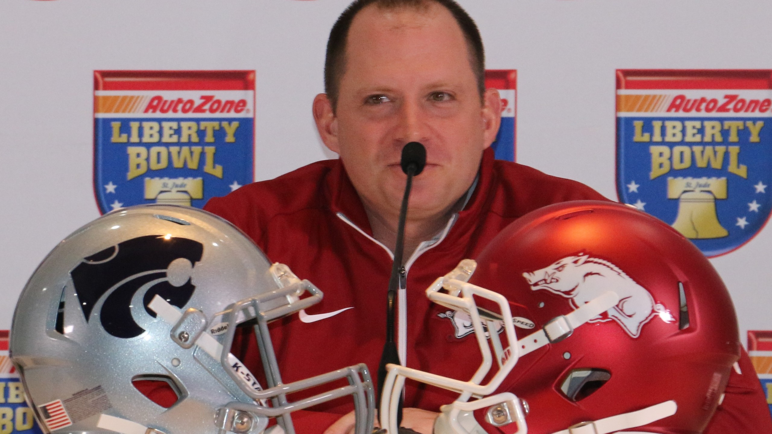 Arkanas defensive coordinator Robb Smith.JPG