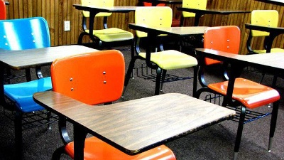 Desks-in-classroom-jpg_20160208153000-159532