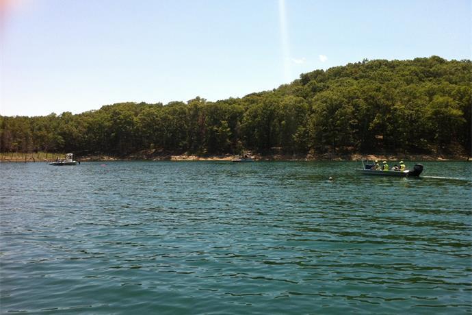 Crews Search for Missing Diver at Beaver Lake_-5367072076017810700