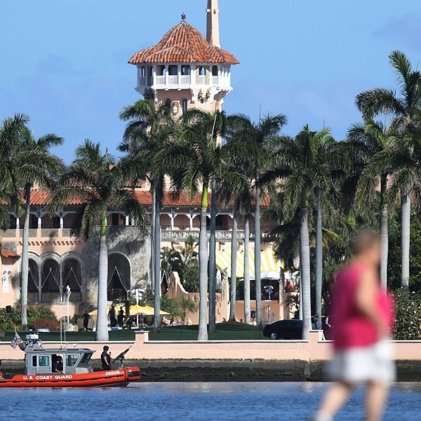 Donald%20Trump%27s%20Mar-a-Lago%20resort_1487617983524_199984_ver1_20170220191909-159532