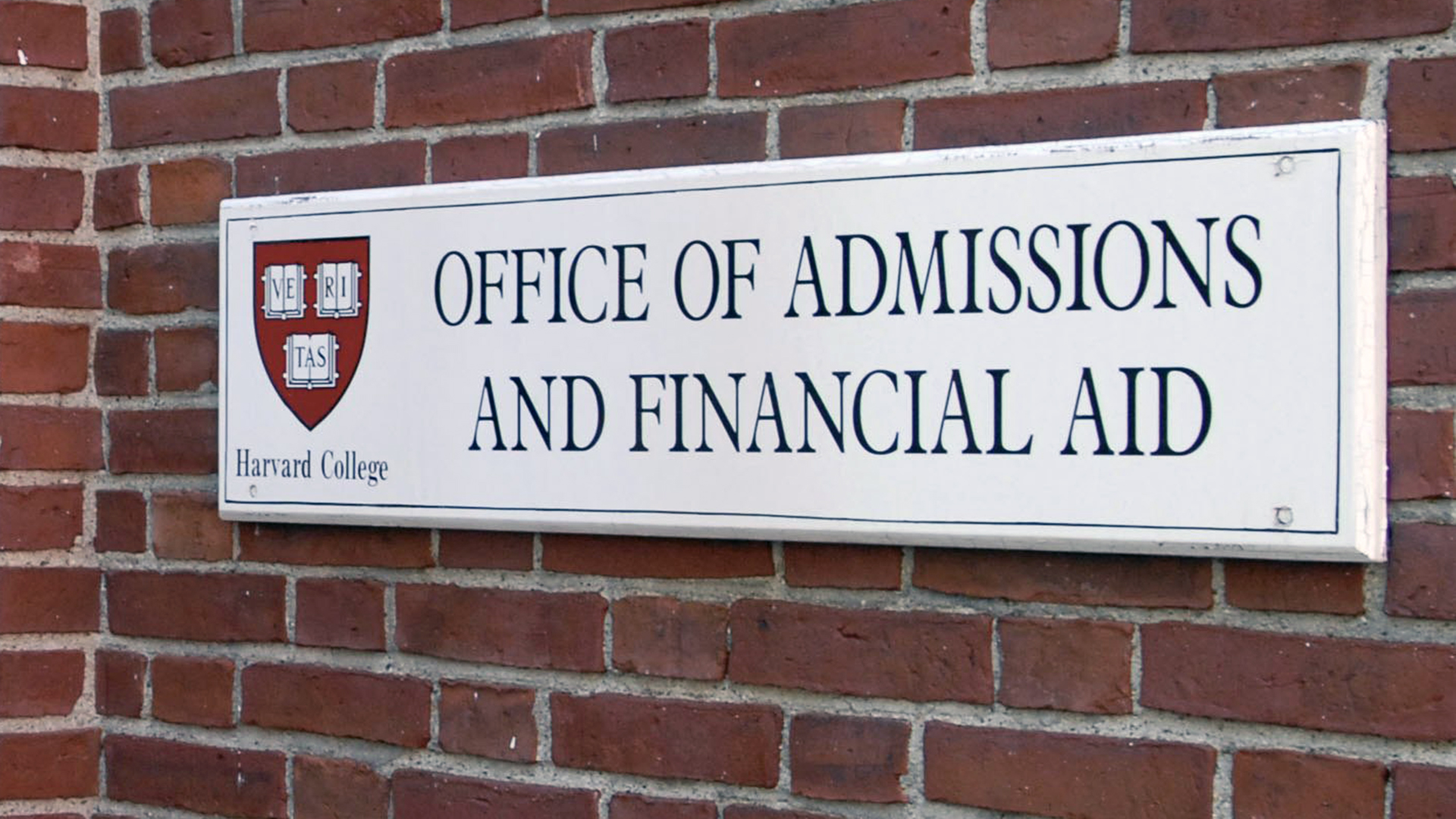 Harvard University Office of Admissions and Financial Aid sign-159532.jpg81496811