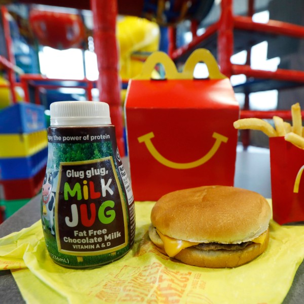 McDonalds_Happy_Meal_Changes_20252-159532.jpg23973393