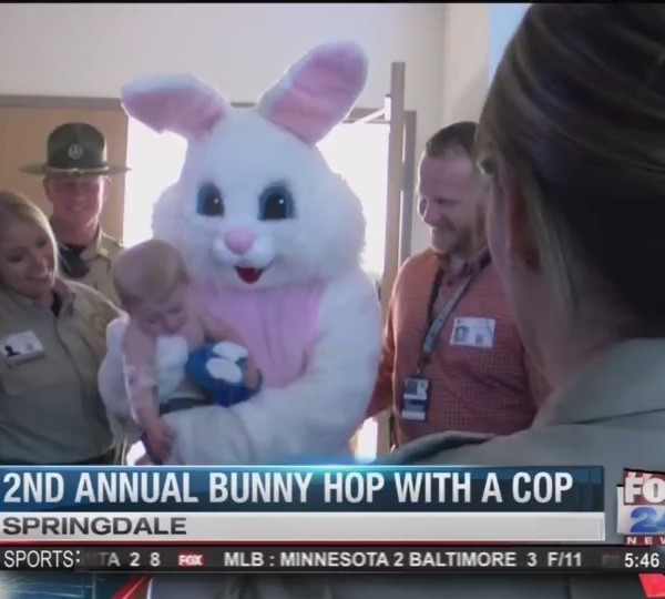 Deputies_and_Easter_Bunny_Visit_Hospital_0_20180329230216