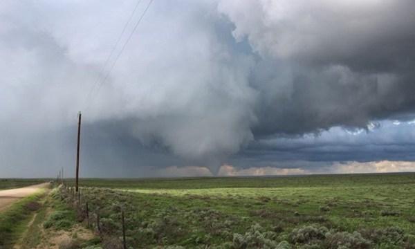 Tornado forms near Eads, Colorado_3291914284765280-159532