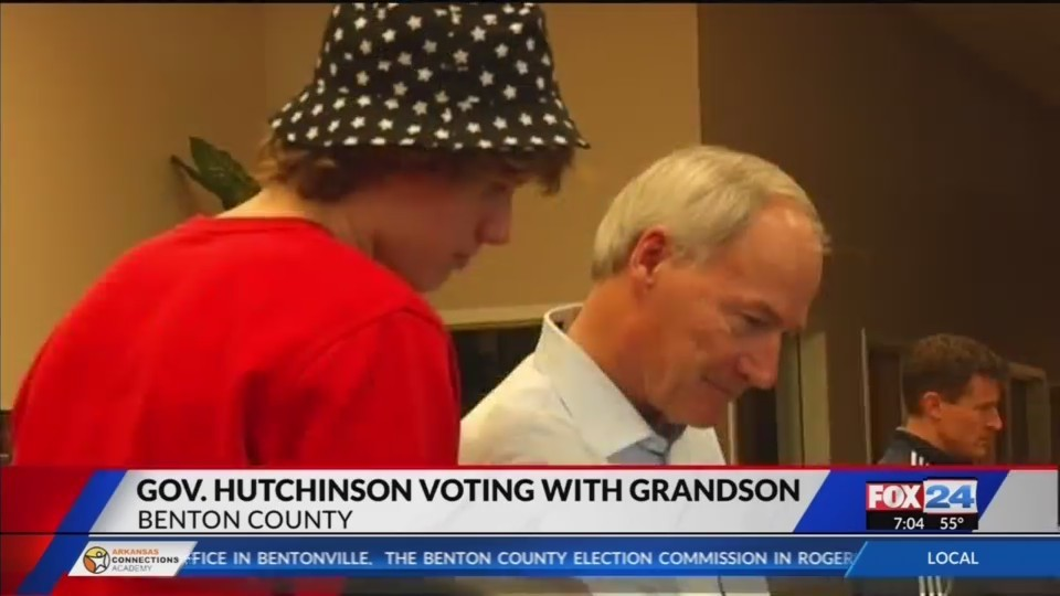 Gov__Asa_Hutchinson_and_Grandson_to_Cast_0_20180518122421