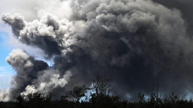 Mount Kilauea ash plume_1526573448459.jpg_370395_ver1.0_640_360_1526577817318.jpg.jpg