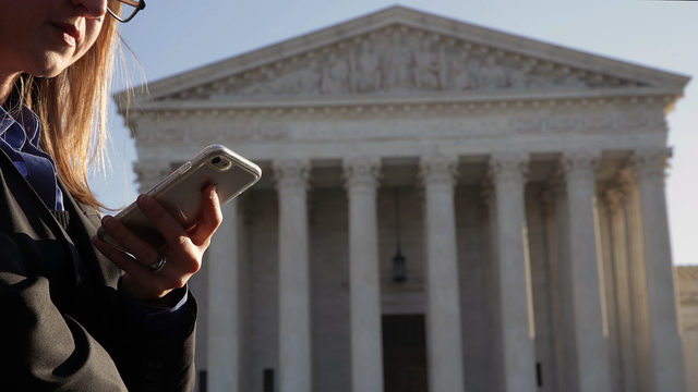 Cellphone use outside Supreme Court_1529679079558.jpg_380551_ver1.0_640_360_1529684899306.jpg.jpg