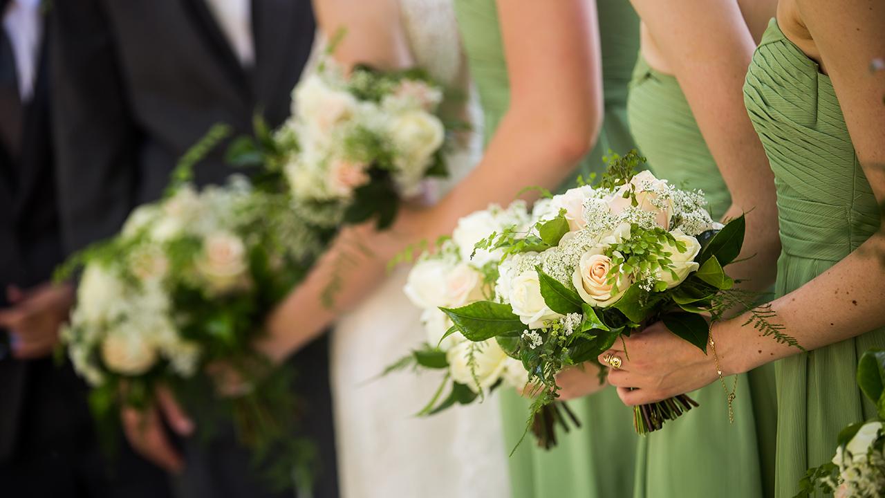 wedding-party-bridesmaids-groomsmen-flowers_1516391076133_334754_ver1_20180120055903-159532