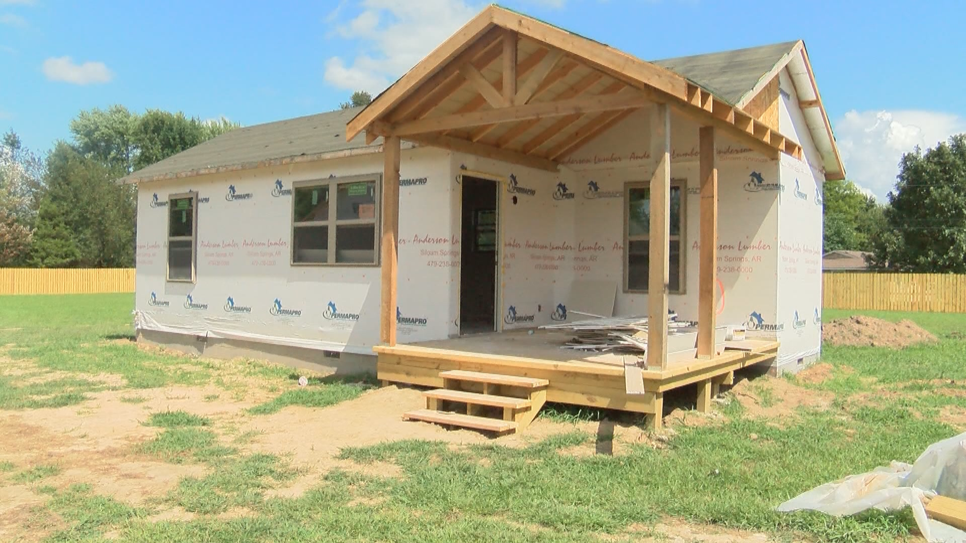 Amazing Homeless Siloam Springs Families Have New Transitional Home Interior And Landscaping Dextoversignezvosmurscom