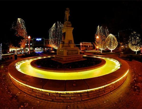 The Bentonville Square Will Light Up This Weekend._8521118387712377602