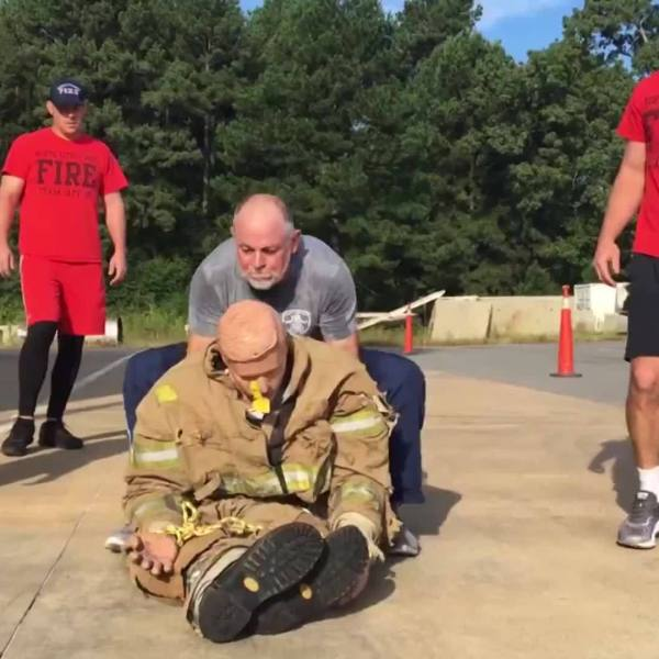 Father_Competes_in_Firefighting_Competit_0_20181010123216