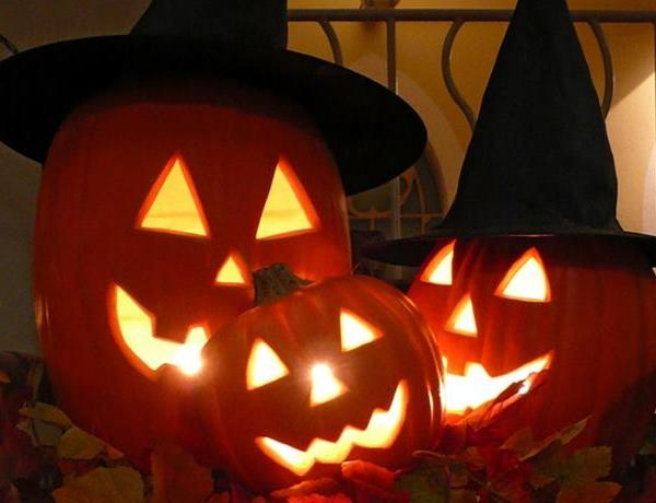 Trick-or-Treat on the Square_7828381151524179857