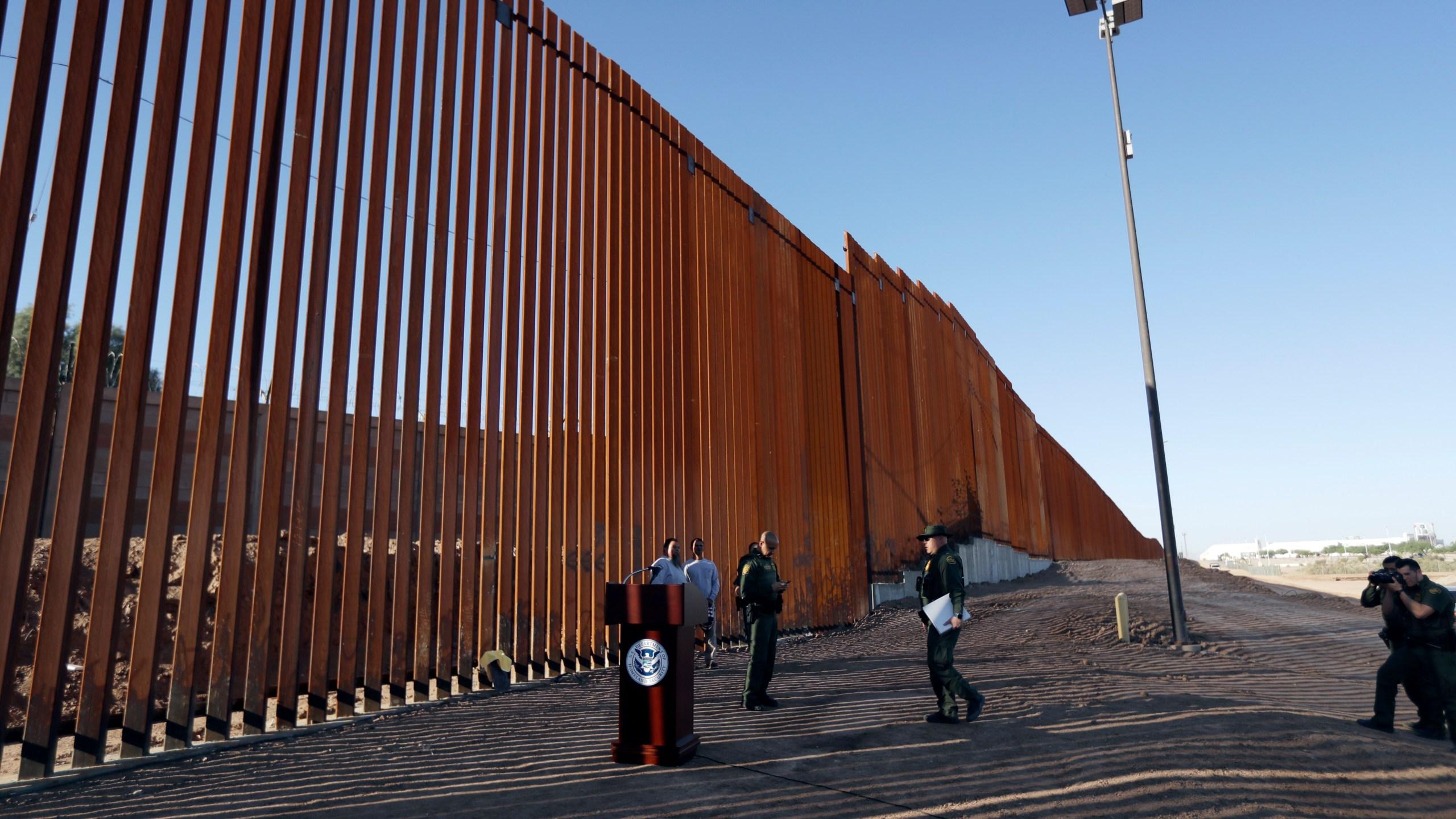 Immigration_Border_85556-159532.jpg50631820