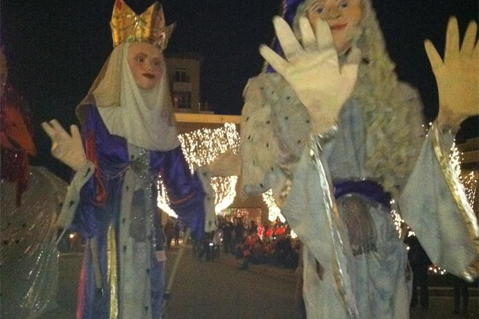 Last Night Fayetteville Needs Volunteers for Puppet Parade_-8801572025512017040