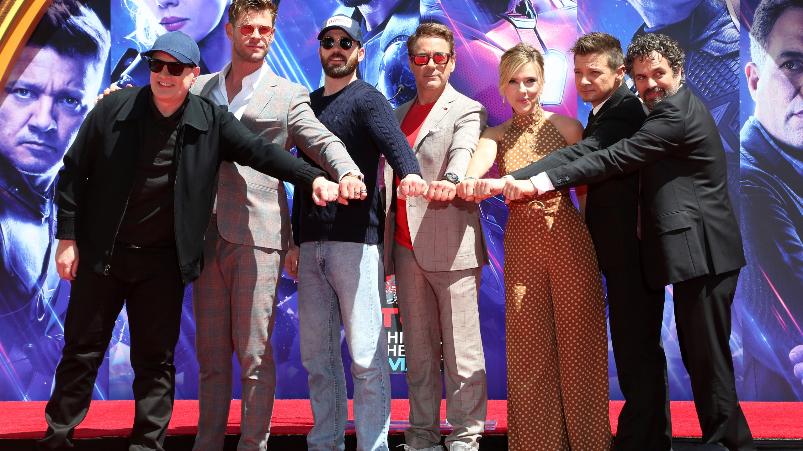 The_Cast_of__Avengers__End_Game__Hand_and_Footprint_Ceremony_76329-159532.jpg25634185