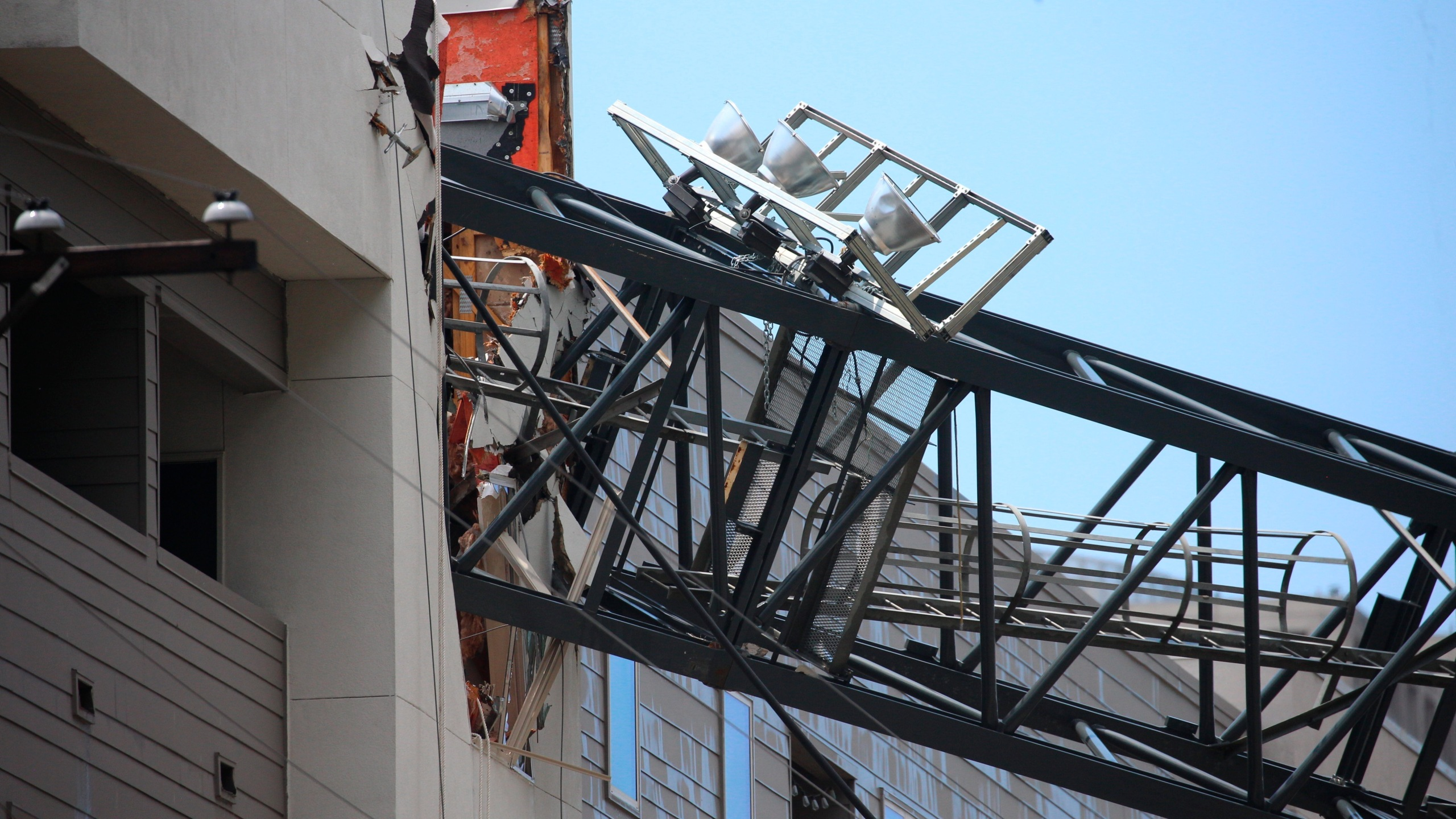 Crane_Collapse_Texas_53443-159532.jpg56385485