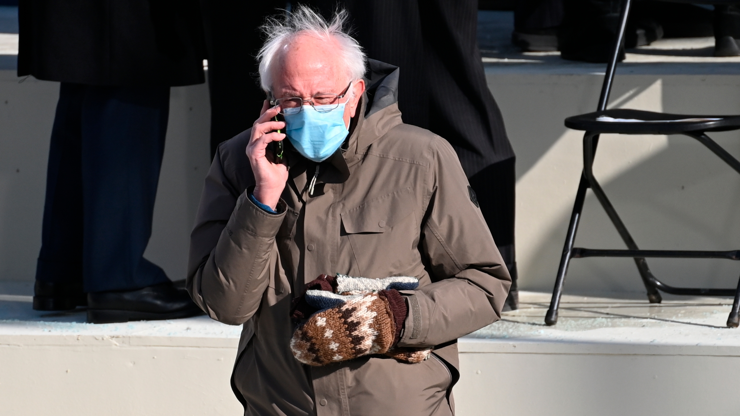Bernie Sanders Spawns Splash Of Memes With Inaugural Attire Knwa Fox24